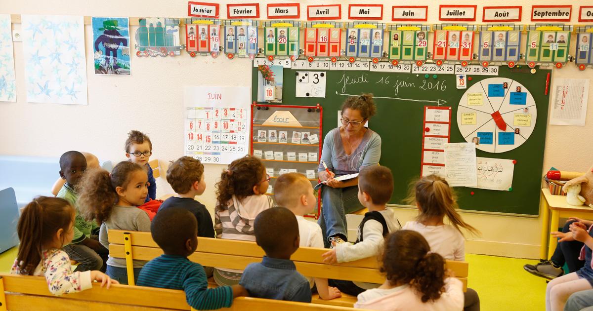 Maitresse école leçon écoliers