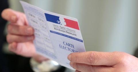 carte d'électeur ouverte