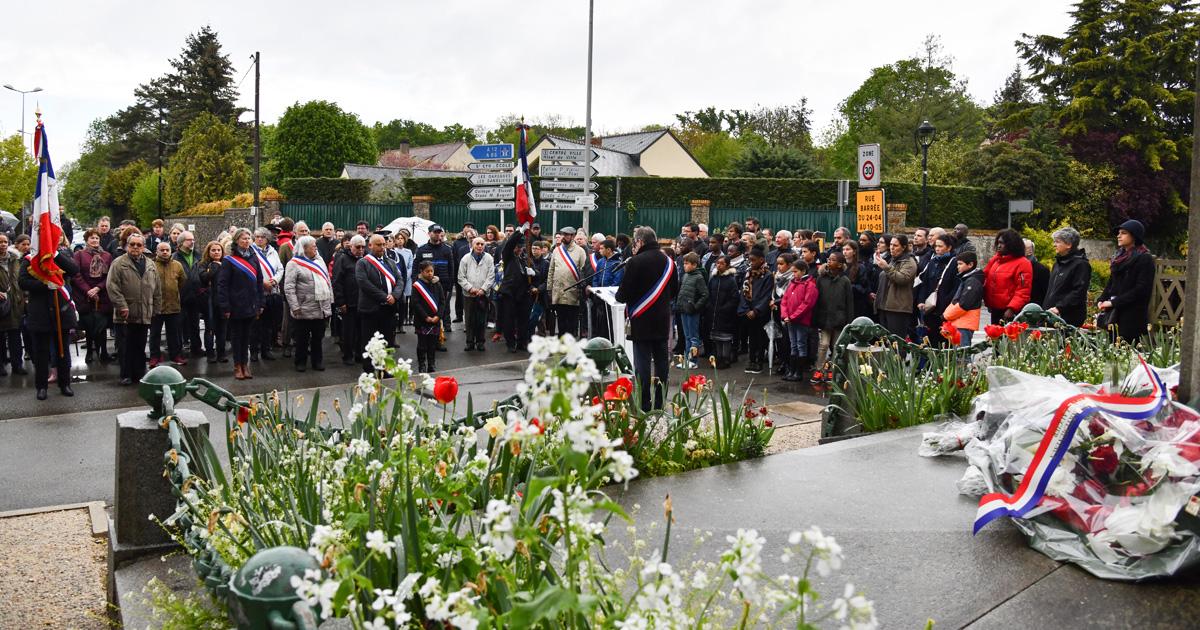 Cérémonie du 8 mai devant le monument aux morts