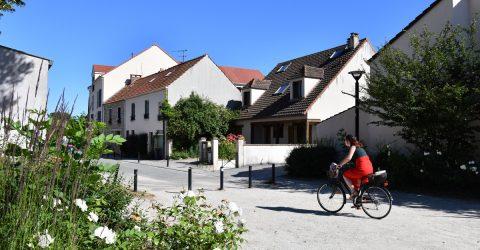 Garennes femme à vélo