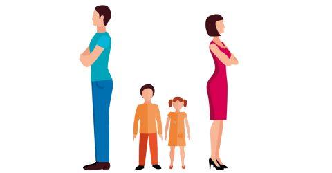 parents se tournant le dos avec enfants au milieu